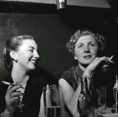 women-and-cigarettes-ca-1950s-15